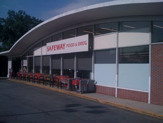 "One of the mid-century modern ""Marina""-style Safeway stores in the area"