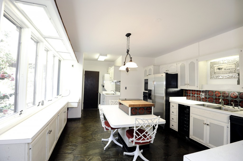 2510_Rockwood_Rd_kitchen