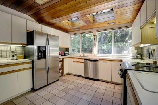 7411_Rebecca_Drive_kitchen