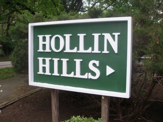 Hollin_Hills_sign