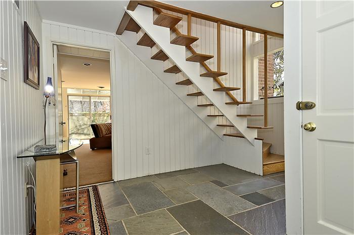 entry-level-foyer