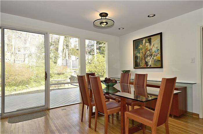 web_main-level-dining-room-1