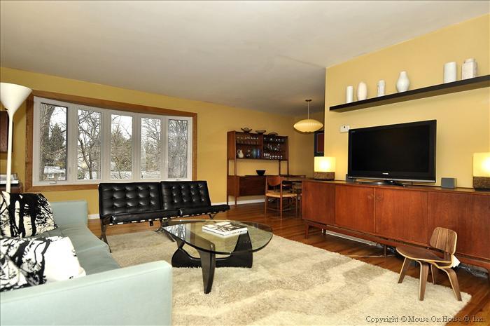 web_main-level-living-room-1