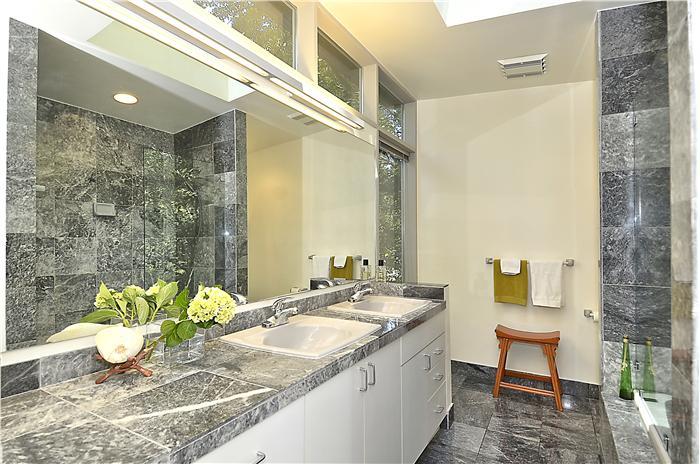 web_upper-level-master-bath