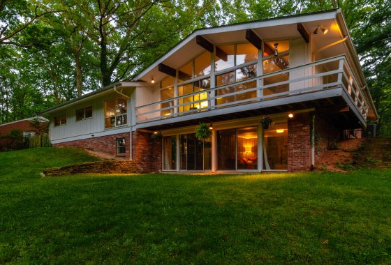 Custom mid-century modern house in Mantua in Fairfax, Virginia.